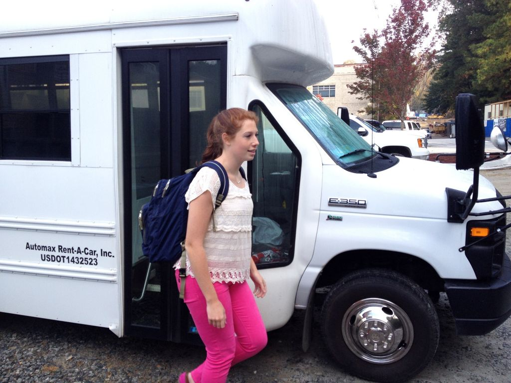 Juniors Adjust to Bus Transportation