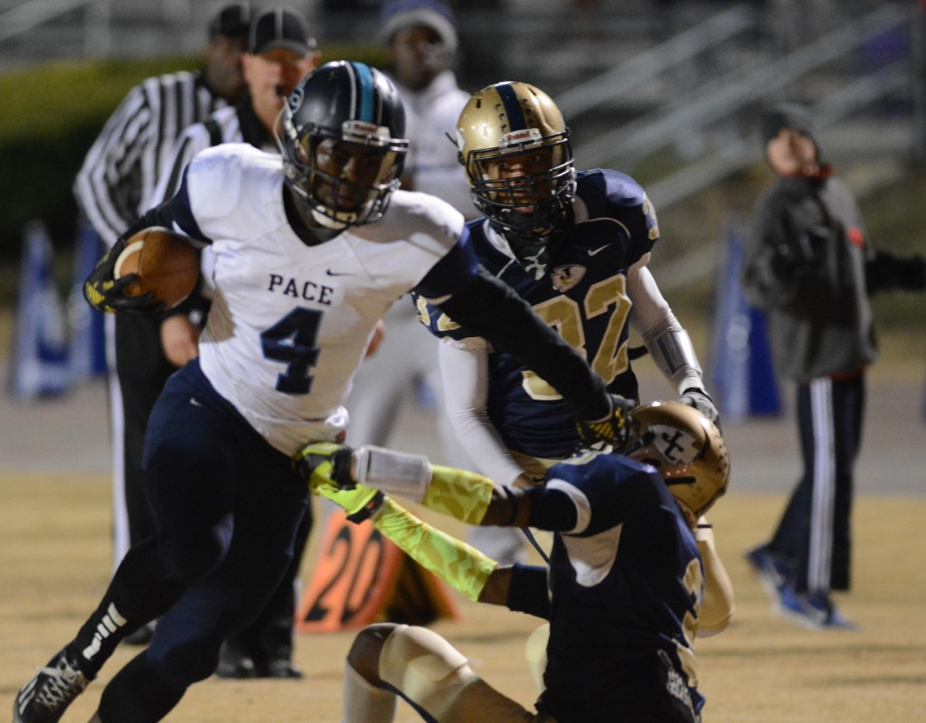 Sophomore Deon Jackson powers through Jefferson County Warriors for game-winning touchdown. Photo: Fred Assaf