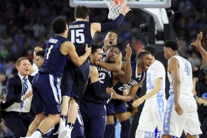Villanova players react after Kris Jenkins'3-point buzzer beater wins the game for the Wildcats, 77-74. Photo: bleacherreport.com