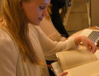 Students, Faculty Discuss Books Vs. E-books